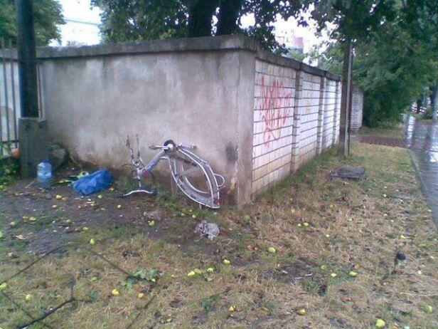 Zniszczony rower um.warszawa
