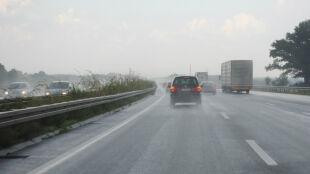 Podróżowanie utrudnią przelotne opady i burze